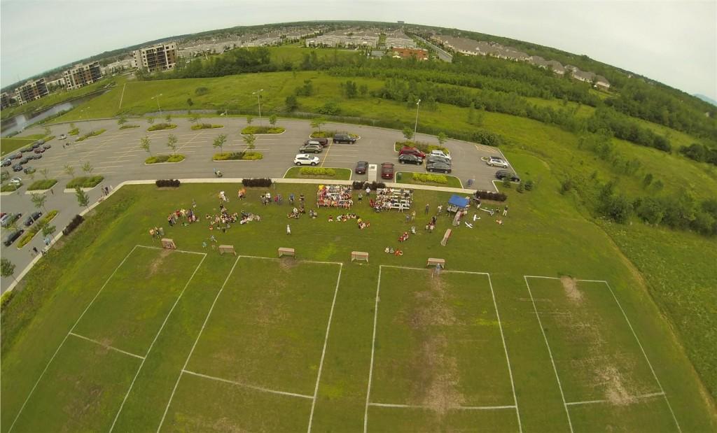Photo aérienne prise par l'avion de Yves Auger en mode FPV, durant la fête du Canada à Boucherville (1er juillet 2013).