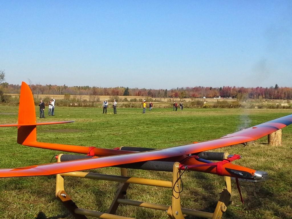 Manche en cours, au concours ALES du 12 octobre 2013, à St-Eugène. Motoplaneur du type Aspire, pour concours ALES.